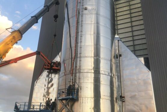 The SpaceX Backup Starship reaches its full height once nosecone installation