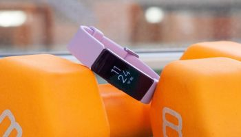 Honor's Band- 6 fitness tracker boasts a large, smartwatch-sized display